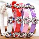 preiswerte Hundehalsbänder, Geschirre & Leinen-einstellbare PU-Leder Blume geformt Strass verziert Kragen für Hunde (verschiedene Farben, Größen)
