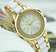 preiswerte -Damen Quartz Armbanduhr Imitation Diamant Edelstahl Band Charme Simulierte Diamant-Uhr Modisch Schwarz Weiß