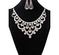 Недорогие -Жен. Комплект ювелирных изделий - Стразы Винтаж, Мода Включают Ожерелье / серьги Белый Назначение Свадьба / Для вечеринок / Серьги / Ожерелья