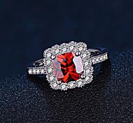 Недорогие -Жен. Классические кольца Синтетический рубин Мода Elegant Стерлинговое серебро Квадратный Бижутерия Свадьба Обручение Повседневные