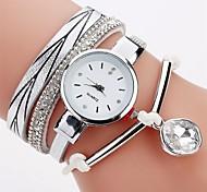 preiswerte -Damen Simulierter Diamant Uhr Armband-Uhr Modeuhr Chinesisch Quartz Imitation Diamant PU Band Freizeit Böhmische Elegant Schwarz Weiß