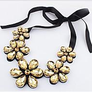 Недорогие Украшения в цветочном стиле-Жен. Кристалл Заявление ожерелья - Кожа Цветы Золотой, Радужный Ожерелье Бижутерия Назначение Для вечеринок